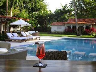 Villa Melissa at St. James, Barbados - Walk to Beach, Pool, Cook Included, Saint James Parish