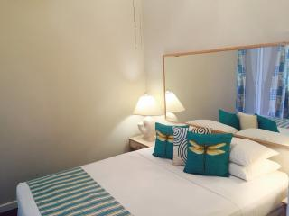 Home Away Holiday Rentals - Minutes from the Beach, Maxwell