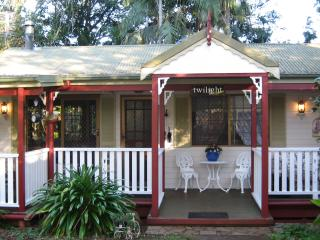 Twilight Cottage 1 minute walk to The Gallery Walk, Eagle Heights