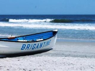 New Construction Duplex Beach House sleeps 7-14 p, Brigantine