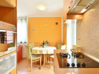 cozy apartment in town centre, Omis