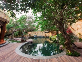 Luxury 3 BR Villa, beach side, Sanur