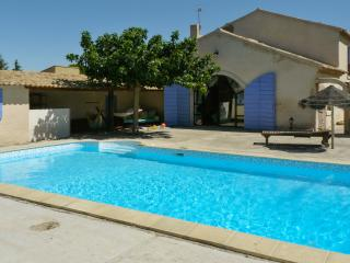 Farmhouse with large garden and pool, Cheval-Blanc