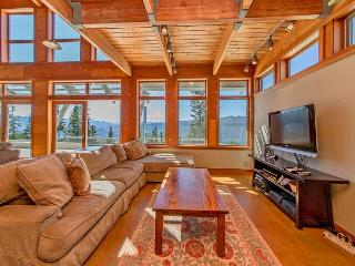 Looking for panoramic views and privacy? 4BR+Loft | Hot Tub | Summer Specials, Ronald