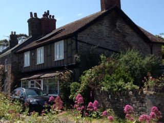 Island House- Cottage near the Sea with 4 Bedrooms, Stokenham