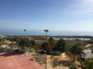 Apartment by the sea, views of quiet harbour., Campello