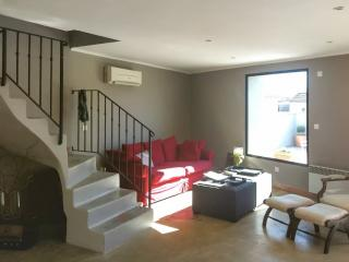 Luxurious apartment with large terrace, Nimes