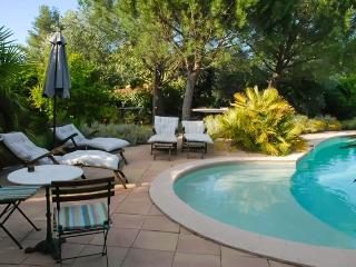 Lovely gite with garden & shared pool, Le Luc