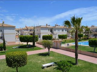 FABULOUS UPSTAIRS BUNGALOW NEAR BY THE SEA!, Torrevieja