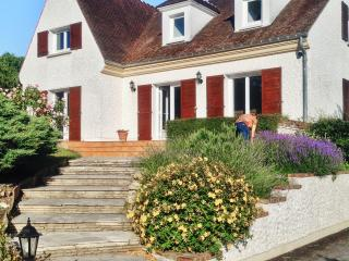 Lovely house near Paris with 4 bedrooms, private garden and patio, Bussy St Georges