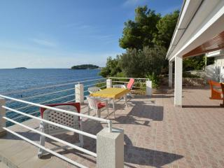 Apartment Crklica - first row to the sea, Blato
