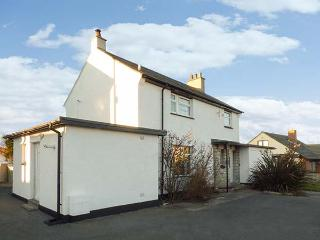 OLD POLICE STATION, detached cottage, four bedrooms, enclosed garden, walking distance to beach, in Rhosneigr, Ref 16365