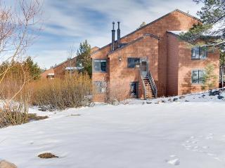 Modern condo next to the Tahoe Donner Ski Area!, Truckee