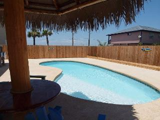 PRIVATE Pool, FREE Golf Cart, Private Palapa, WIFI, Pet Friendly, Sleeps 14, Port Aransas