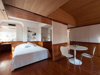Santo Stefano - Extremely bright studio flat with Canal View and terrace, Venice