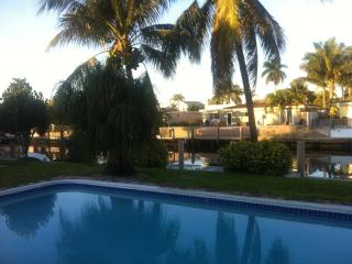Home with pool and dock, 3 bedrooms, Pompano Beach