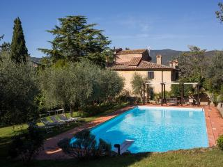 Il Castagno, splendid tuscan villa among vineyards, Cortona