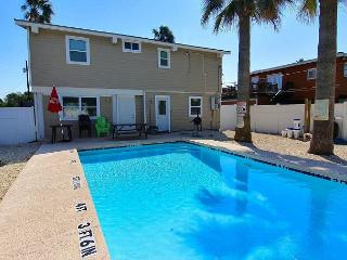 4 bedroom 2 bath home, Private Pool,  right in the heart of Port Aransas!