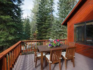 Small yet Sophisticated, and Stunning!!  This Tahoe Donner Home will Impress!, Truckee