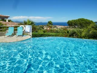 Stunning 6-bedroom villa in Fréjus, on the French Riviera, with infinity pool and sea views, Frejus