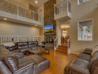 7BR Home backing forest with pool table, hot tub, ping pong - Glen Eagles Manor, South Lake Tahoe