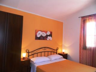 BEDROOM APARTMENT, LOW-COST, garden and sea view!!, Custonaci
