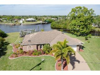 LUX WATERFRONT 3/2 POOL-JACUZZI-BOAT DOCK-BCHS, Port Charlotte