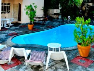 Bright studio with WiFi and pool, Pereybere
