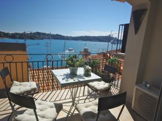 Artistes Tresor: Gorgeous holiday apartment rental in Villefranche Old Town, Villefranche-sur-Mer