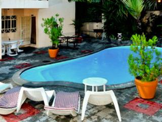 Two-bedroom flat with pool, WiFi, Pereybere