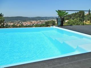 Modern villa with infinity pool, Draguignan