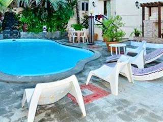Spacious flat with 3 bedrooms, pool, Pereybere