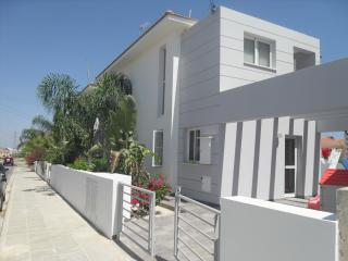 Oroklini 3 bed villa rental with private pool