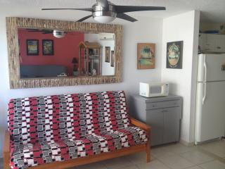 Bright studio on the best stretch of beach in IV, Isla Verde