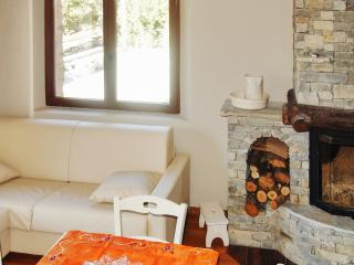 Cosy and chic flat with terrace, Mombarcaro
