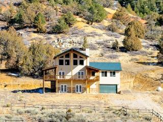 The Pecos Lodge Sleeps 18 in beds close to national parks, Long Valley Junction