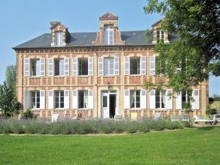 Manor house w patio and lush view, Gonneville-sur-Mer