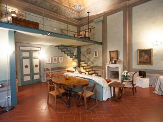 Il Ghibellino -Magnificent loft, frescoed ceilings, Florence