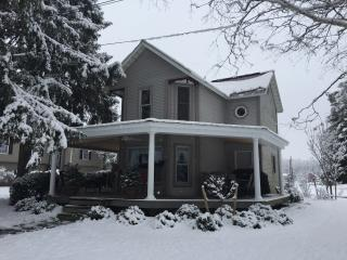 Isle of Que Guest House, Selinsgrove