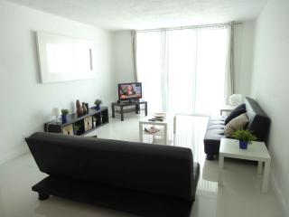 Hollywood, Beautiful Vacation Apartment - 4 Guest!