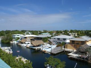 Largo Vista ~ Waterfront, Boat Slip, Rooftop Deck, Key Largo