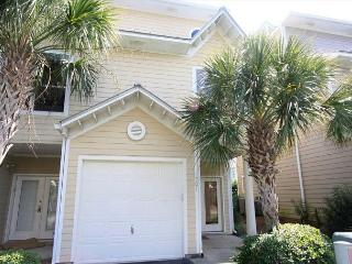 Beach Point 301 Perfect Pet Friendly 3 Bedroom Condo Across From the Beach!, Destin