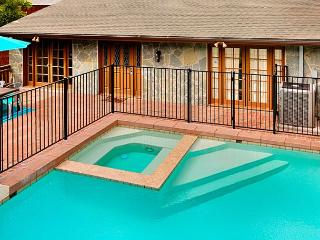 Private pool and spa, ocean and sunset views, and very affordable rates!, La Jolla