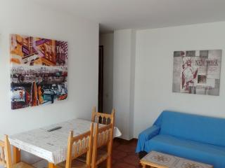 Apartment in the center of Calella, 100m to beach!