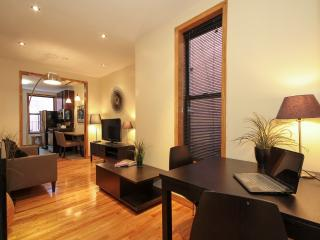 Stunning Renovated Times Square 2 Bedroom Getaway, New York City