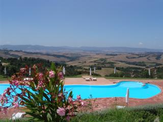 Outstanding Hilltop View from 3 Bedroom in Countryside, Montaione