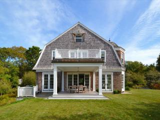 64 Bay St, Osterville