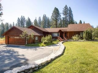 #3 EVERGREEN Large private home on the meadow $220.00-$255.00 BASED ON FOUR PEOPLE OCCUPANCY AND NUMBER OF NIGHTS (plus county tax, SDI, and processing fee), Plumas County