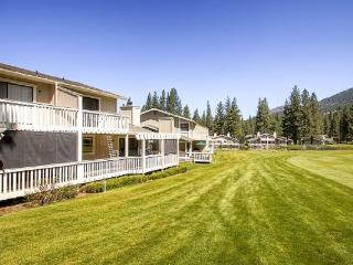 #33 ASPEN Fresh and Bright Town Home on the 5th Fairway $185.00-$220.00 BASED ON FOUR PERSON OCCUPANCY AND NUMBER OF NIGHTS. (plus county tax, SDI, and processing fee), Plumas County