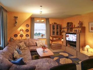 In Sylt, Germany, stylish apartment with 2 bedrooms, heating, garden, WiFi and sea view - sleeps 5, Tinnum